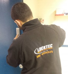Locktec Balbriggan locksmith fixing door